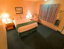 Quesnel hotels with swimming pool