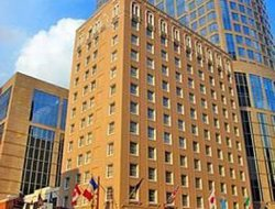 Houston hotels with restaurants