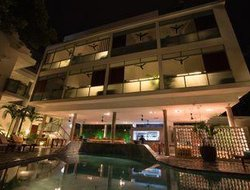 Phnom Penh hotels with swimming pool