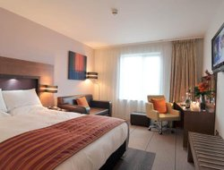 Salford hotels with restaurants
