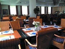 Grevenbroich hotels with restaurants