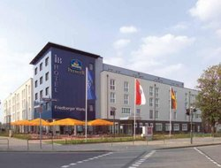 Frankfurt am Main hotels with Russian personnel
