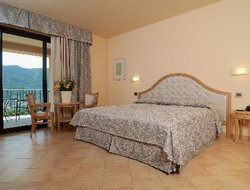 Levanto hotels with swimming pool