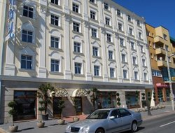 POZNAN hotels with restaurants