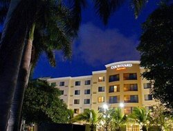 Tamiami hotels with restaurants