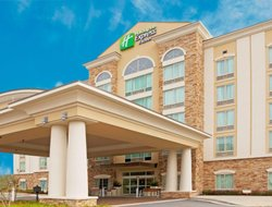 Phenix City hotels for families with children