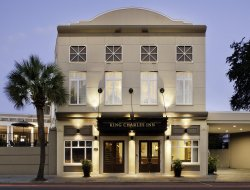 Charleston hotels with swimming pool