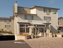 Monterey hotels for families with children