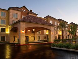 Moreno Valley hotels with restaurants