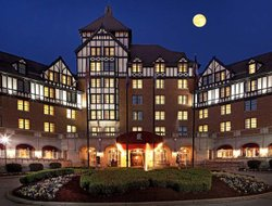 Roanoke hotels with restaurants