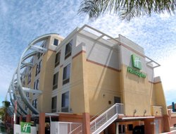 Oceanside hotels for families with children