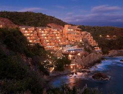 Top-8 hotels in the center of Ixtapa