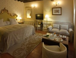 Top-10 romantic Granada hotels