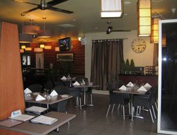 Cairns hotels with restaurants