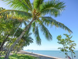 Cairns hotels with sea view