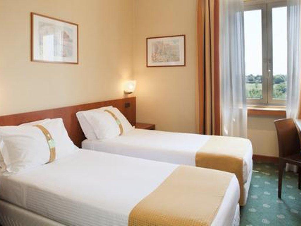Budget ~ 110 €: Holiday Inn Rome Aurelia,