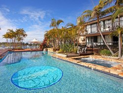 Port Macquarie hotels with restaurants