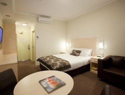 Narrabundah hotels with restaurants
