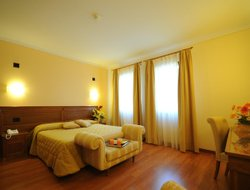 Sant'Albino hotels with swimming pool