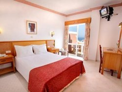 Montinhos da Luz hotels with sea view