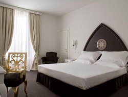 Catania hotels with restaurants