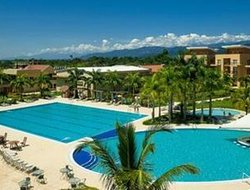 Cumaral hotels with swimming pool