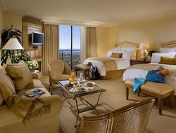 Newport Beach hotels with restaurants