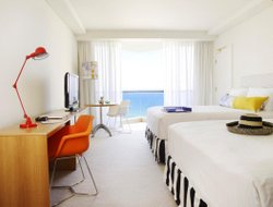 Surfers Paradise hotels with river view