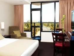 Top-10 hotels in the center of Adelaide
