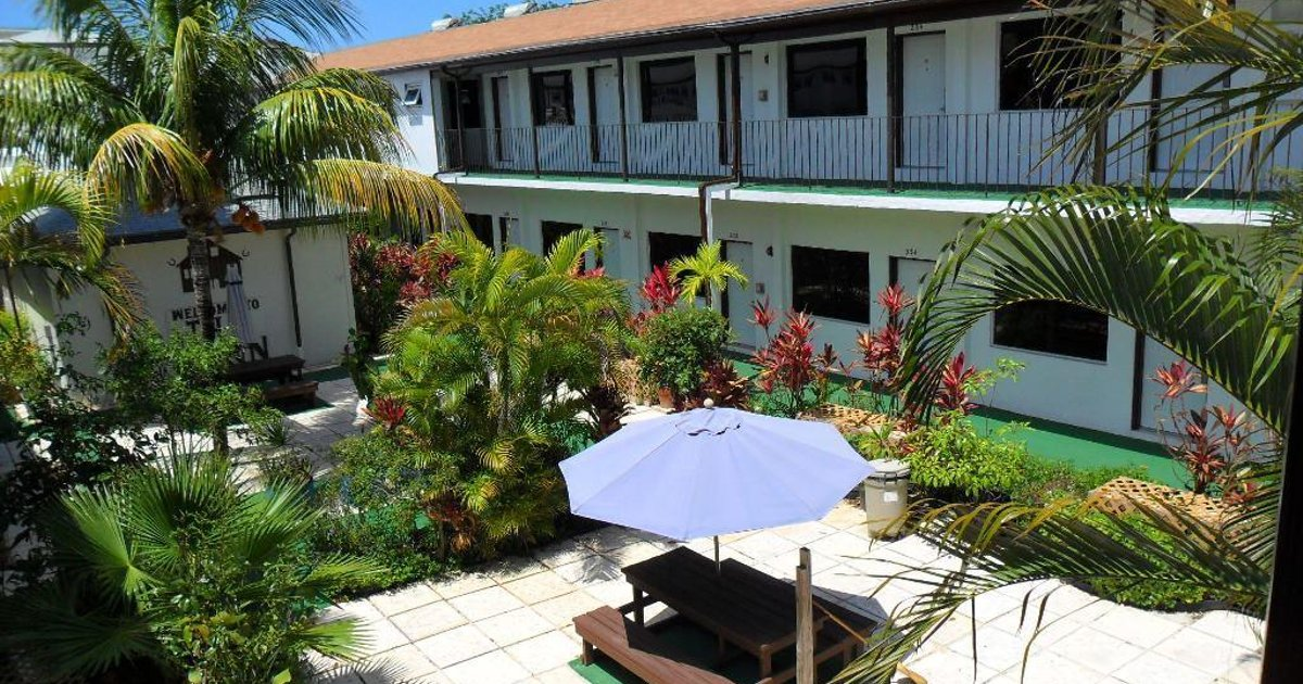 Red Carpet Inn Select - Nassau