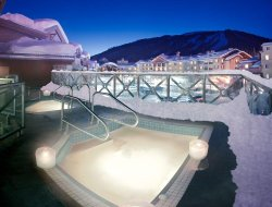 Sun Peaks hotels with swimming pool