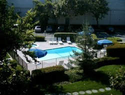 Fremont hotels with swimming pool