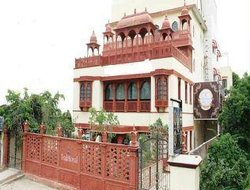 Jaipur hotels with swimming pool