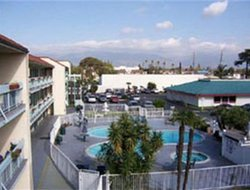Rosemead hotels with swimming pool