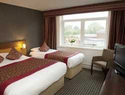 Wolverhampton hotels with swimming pool