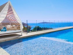 Top-4 of luxury Santa Eularia des Riu hotels