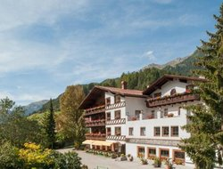 Pettneu am Arlberg hotels with restaurants