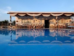 Naoussa hotels with swimming pool