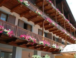 Champoluc hotels with restaurants