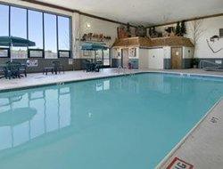 Houghton Lake hotels with swimming pool