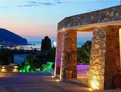 Top-10 hotels in the center of Skopelos