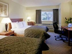Gananoque hotels with swimming pool