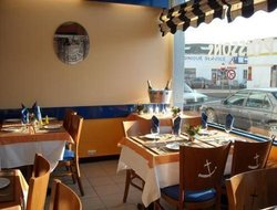 Concarneau hotels with restaurants