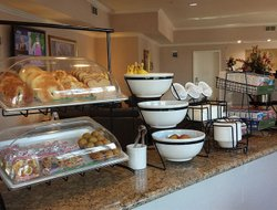 Livermore hotels with restaurants