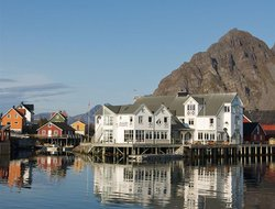 Henningsvaer hotels with restaurants