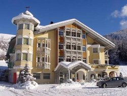 Top-4 hotels in the center of Braies