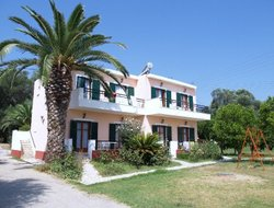 Kavos hotels with restaurants