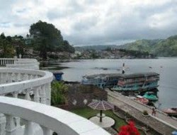 Parapat hotels with restaurants