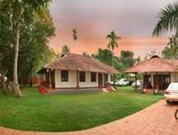 Kumaragam hotels with lake view