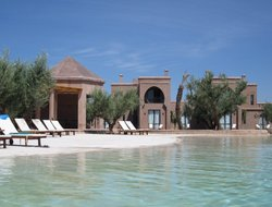 Zaouia Sidi Abdallah Ben Sassi hotels with swimming pool